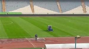 آماده سازی چمن ورزشگاه آزادی پیش از دیدار استقلال و آلومینیوم