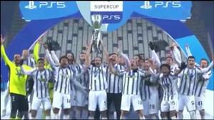 بالا بردن جام سوپر کاپ ایتالیا توسط کاپیتان کیلینی