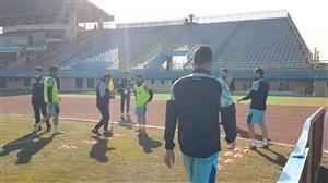 گرم کردن بازیکنان آلومینیوم قبل از بازی با پرسپولیس
