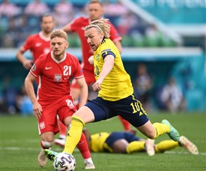 سوئد 3 - 2 لهستان؛ صدرنشینی در حضور لاروخا