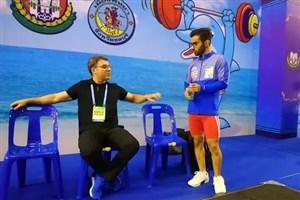 سرمربی تیم ملی وزنهبرداری همچنان ماندنی است