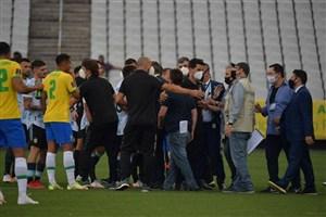 جنجالی ترین برزیل- آرژانتین تاریخ؛ پلیس وسط زمین! (عکس)