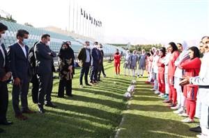 مخالفت عزیزی خادم با شش قفله کردن فوتبال زنان!