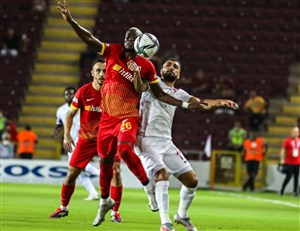 حسینی بازی با تیم سابق را از دست داد