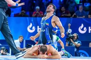 لحظه ویژه پیروزی؛ نتوانست یزدانی را خاک کند(عکس)