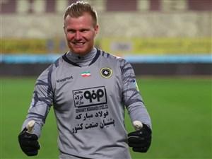 کنت، برنده دوئل گلر خارجیهای فوتبال ایران